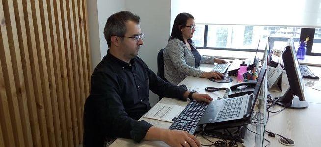 Cuida tu postura en CFC: Al usar el computador portátil